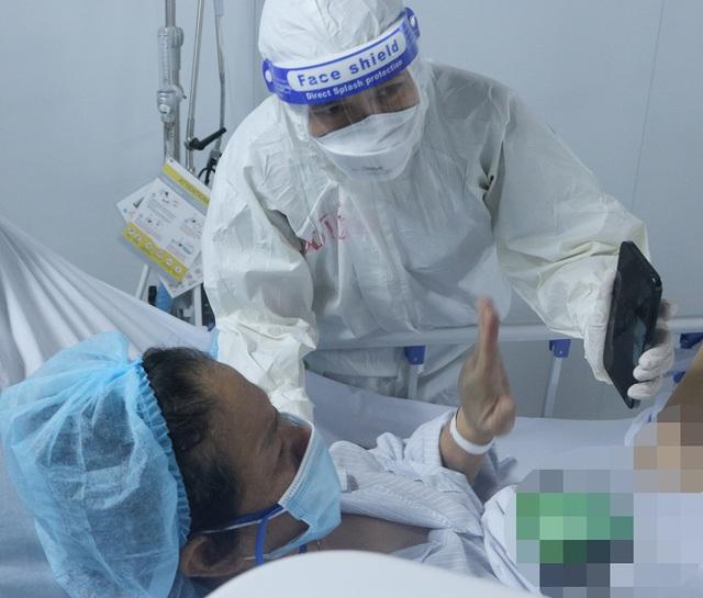 """Những """"món quà vô giá"""" giữa Trung tâm Hồi sức tích cực điều trị COVID-19 khắc nghiệt - Ảnh 3."""