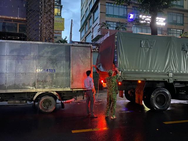 100.000 bộ kit xét nghiệm kháng nguyên đã bàn giao cho đại diện ngành y tế tỉnh Tiền Giang.
