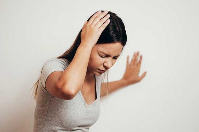 Ăn gì để cải thiện tình trạng chóng mặt, nhức đầu do rối loạn tiền đình? - Ảnh 2.
