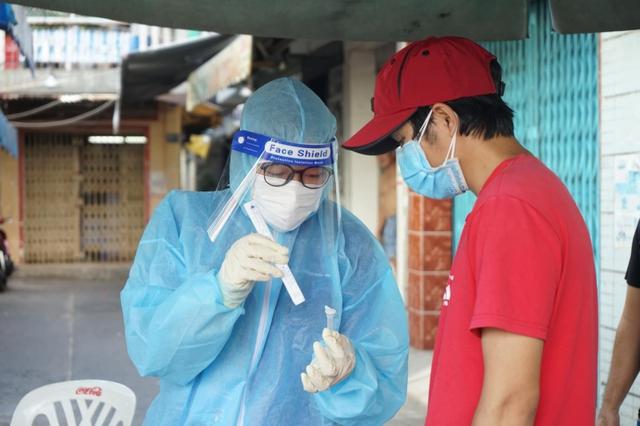 Tiếp tục xét nghiệm để phấn đấu kiểm soát dịch bệnh trước 30/9 - Ảnh 3.
