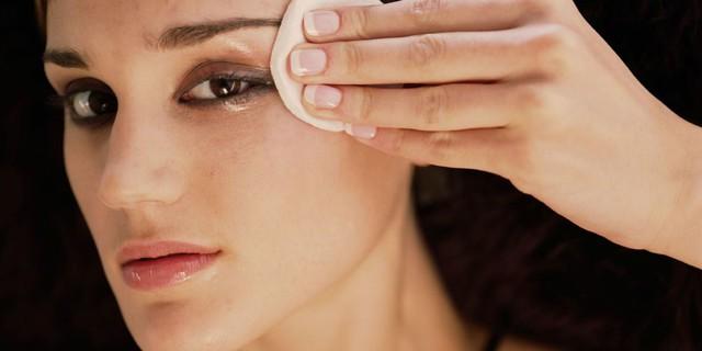 Tẩy trang mắt thế nào là đúng và an toàn? - Ảnh 2.
