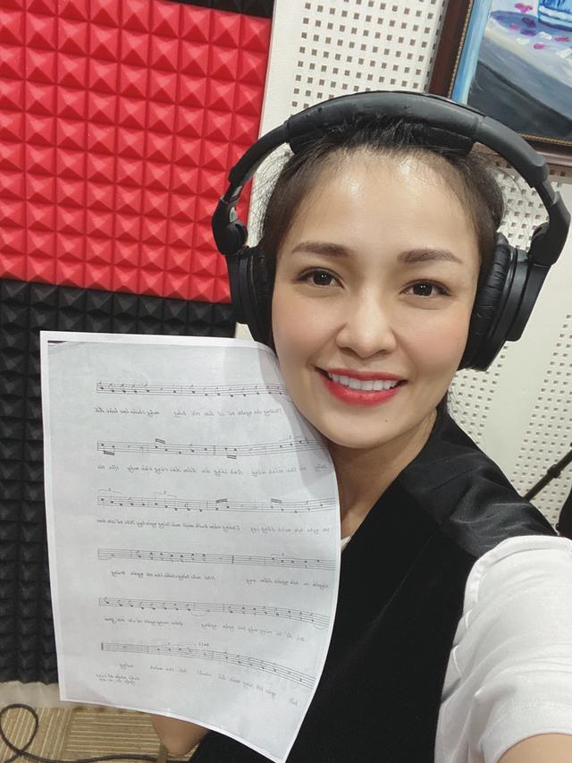 Sống khác mùa COVID-19: Ca sĩ Trang Thanh livestream, thêm thu nhập bước qua dịch bệnh - Ảnh 5.