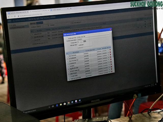 Tiểu thương chợ nổi tiếng nhất Huế háo hức làm thẻ Kiểm soát dịch bệnh gắn mã QR Quốc gia - Ảnh 2.