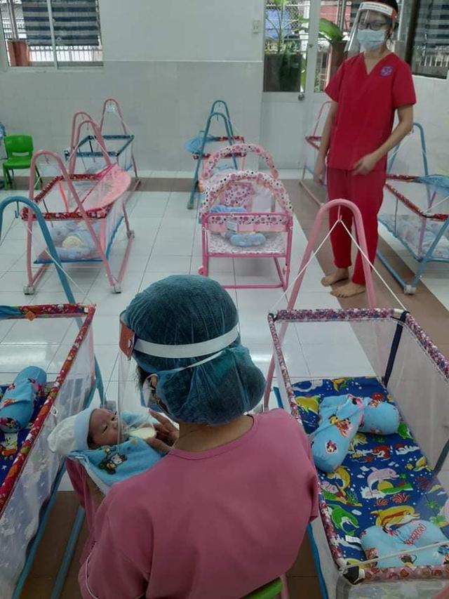 Bé sơ sinh được chăm sóc đặt biệt ngay khi chào đời, phải xa vòng tay mẹ do mẹ là bệnh nhân COVID-19