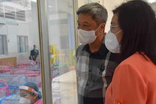 Thứ trưởng Nguyễn Trường Sơn cùng Đoàn công tác của Bộ Y tế đến thăm các bé tại Trung tâm HOPE vào chiều 20/9.