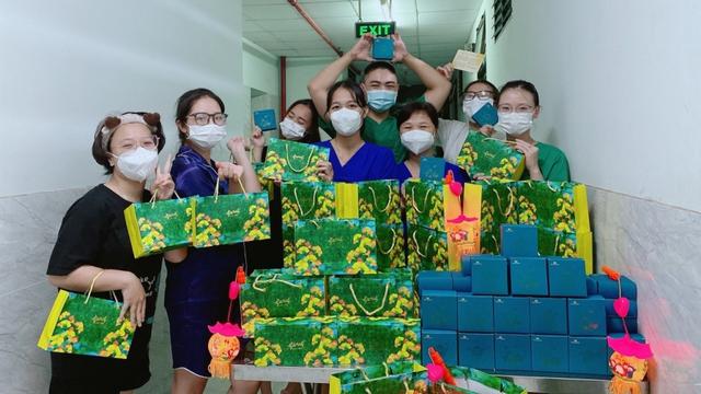 Niềm vui khi được tổ chức Tết Trung thu cho bệnh nhân ngay tại bệnh viện dã chiến