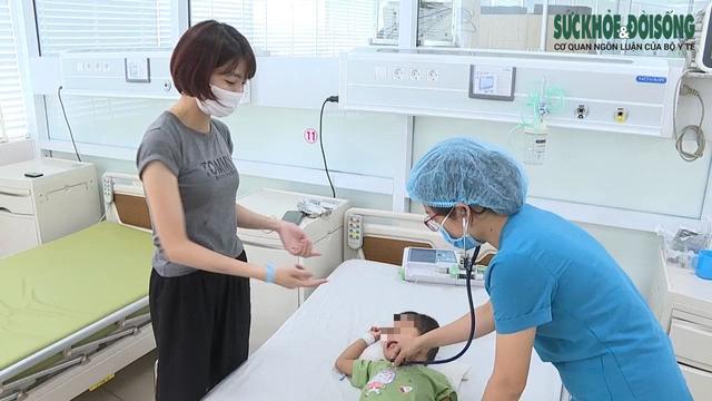Cơn sốt nhẹ kéo trẻ lịm dần vào hôn mê, viêm cơ tim nguy kịch - Ảnh 3.