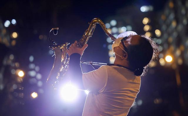 Saxophone Trần Mạnh Tuấn sau một tháng đột quỵ, bây giờ thế nào? - Ảnh 6.