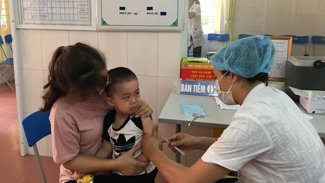 Bảo vệ trẻ trước các bệnh truyền nhiễm khi quay trở lại trường mùa dịch - Ảnh 2.