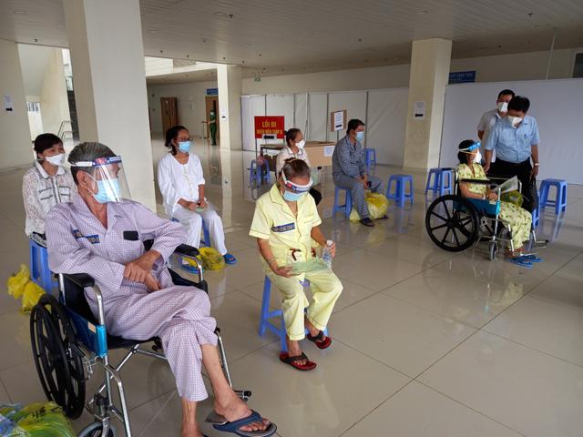 Bệnh viện Hồi sức COVID-19 TP.HCM: Gần 800 giường hoạt động, ca tử vong giảm mạnh - Ảnh 5.