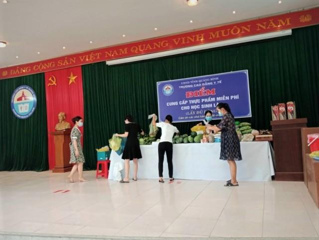 Lưu học sinh Lào sống trong sự yêu thương của nhà trường và mạnh thường quân Việt Nam trong mùa dịch - Ảnh 6.