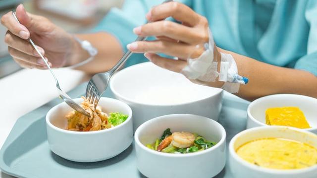 Dinh dưỡng cho người mắc COVID-19 theo khuyến cáo từ chuyên gia - Ảnh 2.