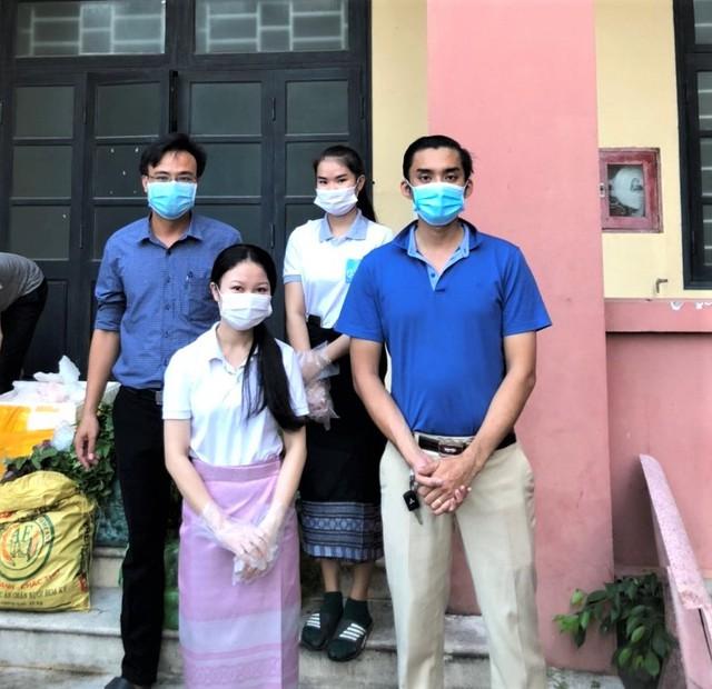 Lưu học sinh Lào sống trong sự yêu thương của nhà trường và mạnh thường quân Việt Nam trong mùa dịch - Ảnh 2.
