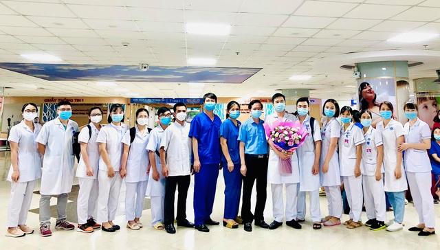 Hàng nghìn nhân viên y tế 11 tỉnh, thành phố gấp rút chi viện để xét nghiệm, tiêm vaccine cho Thủ đô - Ảnh 5.