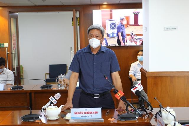 Thứ trưởng Bộ Y tế Nguyễn Trường Sơn: Bộ Y tế phối hợp với TP Hồ Chí Minh xử lý hài hòa quyền lợi của lực lượng tham gia chống dịch - Ảnh 1.