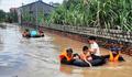 Chèo chống giúp 3.000 hộ dân ngập lụt ở 'rốn lũ' Nghệ An