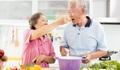 Những thực phẩm người cao tuổi cần tránh để khoẻ mạnh trong mùa thu