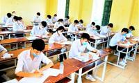 Giãn cách xã hội, học sinh Hà Nội nhận giấy chứng nhận kết quả thi THPT tại nhà