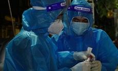 Hành vi dùng vũ lực tấn công nhân viên y tế ở Quận 8, TP.HCM phạm tội gì?