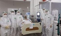 Sản phụ lao màng phổi mắc COVID-19 được cứu sống ngoạn mục