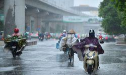 Áp thấp nhiệt đới mạnh lên thành bão, miền Bắc mưa lạnh, nguy cơ lũ quét ở miền Trung