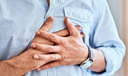 Châm cứu bấm huyệt hỗ trợ cơn đau thắt ngực ổn định