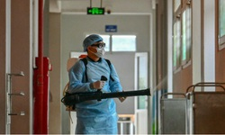 Bộ Y tế: Các cơ sở y tế tuyệt đối không phun khử khuẩn trực tiếp lên nhân viên y tế, người bệnh