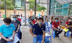 Tiêm vaccine COVID-19 cho lưu học sinh nước ngoài ở Hà Nội