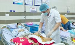 Bệnh nhân gãy xương biến chứng nặng do tái khám muộn
