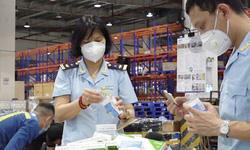 Bắt giữ hàng trăm hộp thuốc, thiết bị y tế chống dịch COVID-19 nhập khẩu trái phép