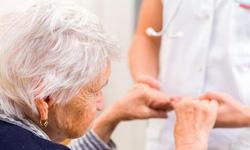 Ung thư ở người cao tuổi, những vấn đề trở ngại