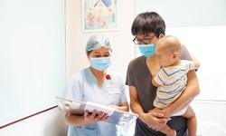 Cứu bé trai 9 tháng tuổi người Nhật ngã chấn thương sọ não khi đang cách ly