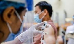 Dùng thuốc hạ sốt sau tiêm vaccine COVID-19 ở người mắc bệnh nền