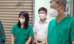 Thứ trưởng Nguyễn Trường Sơn thăm, động viên y, bác sĩ tại Bệnh viện dã chiến thu dung điều trị COVID-19 số 12