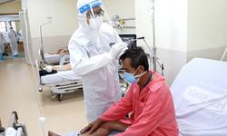 """Chuyện về """"Bác sĩ F0"""" tại bệnh viện hồi sức COVID-19"""