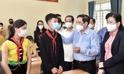 Thủ tướng: Xây dựng phương án tiêm vaccine phòng COVID-19 cho học sinh tiểu học đến THPT