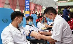 """Nguồn máu dự trữ cạn kiệt, Nghệ An kêu gọi người dân ở """"vùng xanh"""" tham gia hiến máu cứu người"""