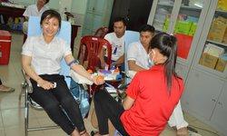 Thầy thuốc hiến máu vì người bệnh