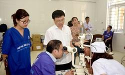 Bệnh viện Mắt TW khám, phẫu thuật mắt miễn phí cho nhân dân quê Bác