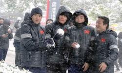 5 mẹo giúp fan bóng đá chống chọi với cái lạnh dưới trời tuyết rơi