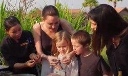 Angelina Jolie cùng các con đi khắp thế giới