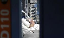 Số ca tử vong do COVID-19 tăng ở Pháp, châu Âu thắt chặt phong tỏa
