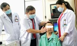 """Phẫu thuật lấy khối u xơ vòm mũi họng """"khổng lồ"""" cho bệnh nhi 13 tuổi"""