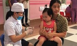 Quảng Bình: Tiêm bổ sung 1 mũi vắc xin sởi cho trẻ từ 1-5 tuổi