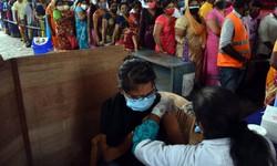 Nhiều nước tăng cường tiêm chủng và xét nghiệm để chặn dịch bệnh COVID-19
