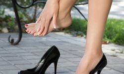 Nguy cơ khi đi giày cao gót thường xuyên