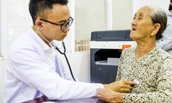 Phòng bệnh viêm phổi ở người cao tuổi lúc giao mùa