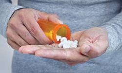 """""""Uống thuốc hại gan"""": Những nhận thức chưa đúng và đủ"""