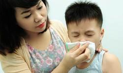 Những lưu ý chăm sóc trẻ viêm đường hô hấp cha mẹ nào cũng cần biết