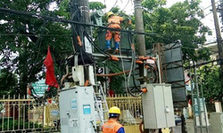 Khoảng 100.000 người bị gián đoạn cung cấp điện do ảnh hưởng của bão số 2